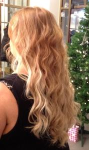 uudet hiukset takaa